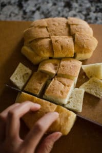 Prepare the bread.