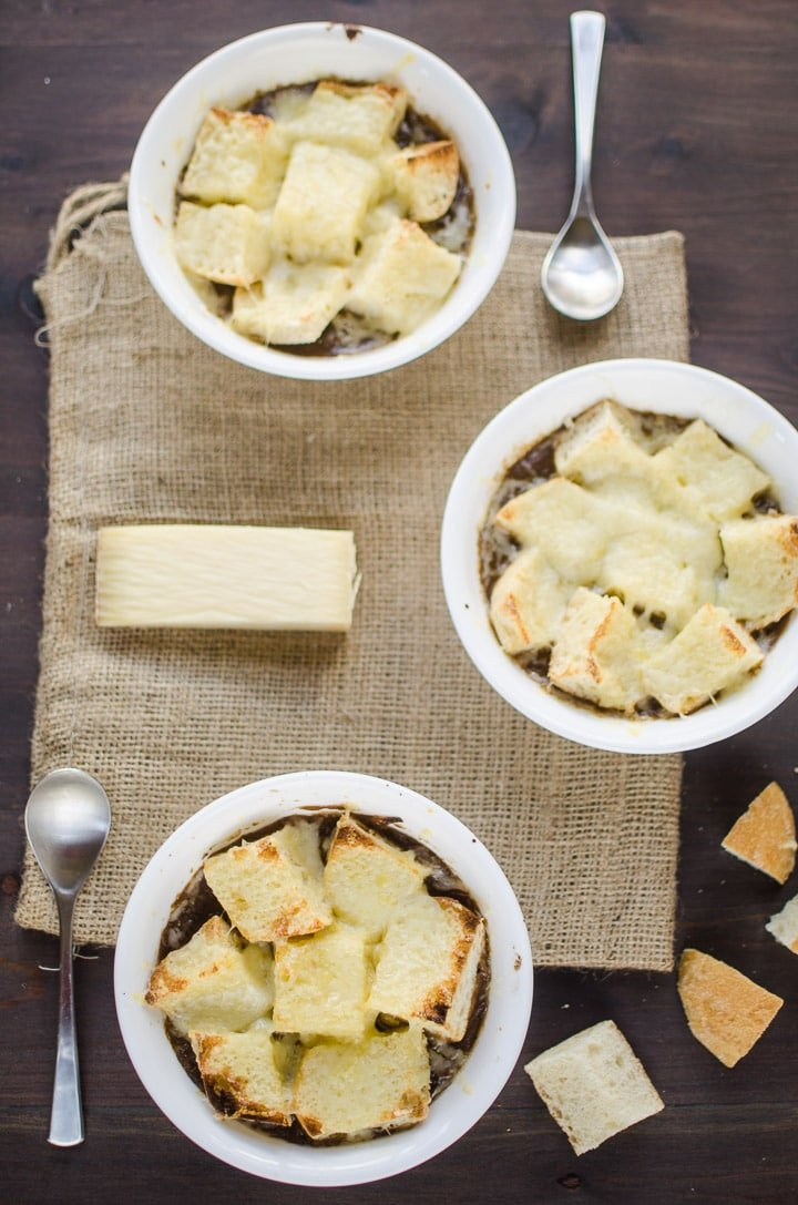 Chas' French Onion Soup recipe -- Fight the cold weather with this hearty soup. Recipe from garlicdelight.com.