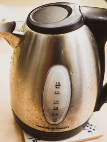 A side view of an electric kettle with water at 1L level for masala chai