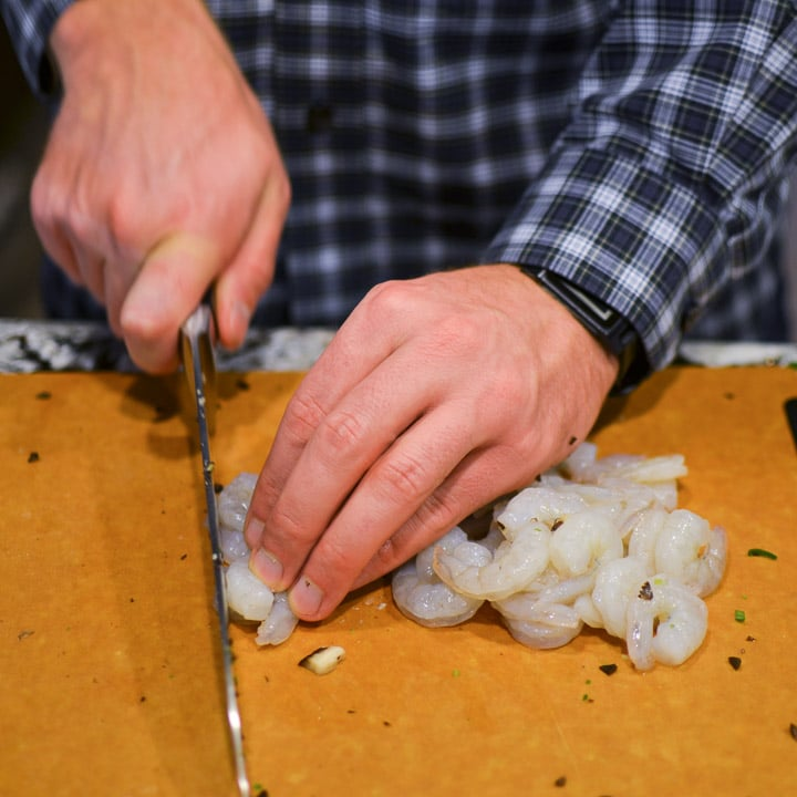 Roughly chop the shrimp