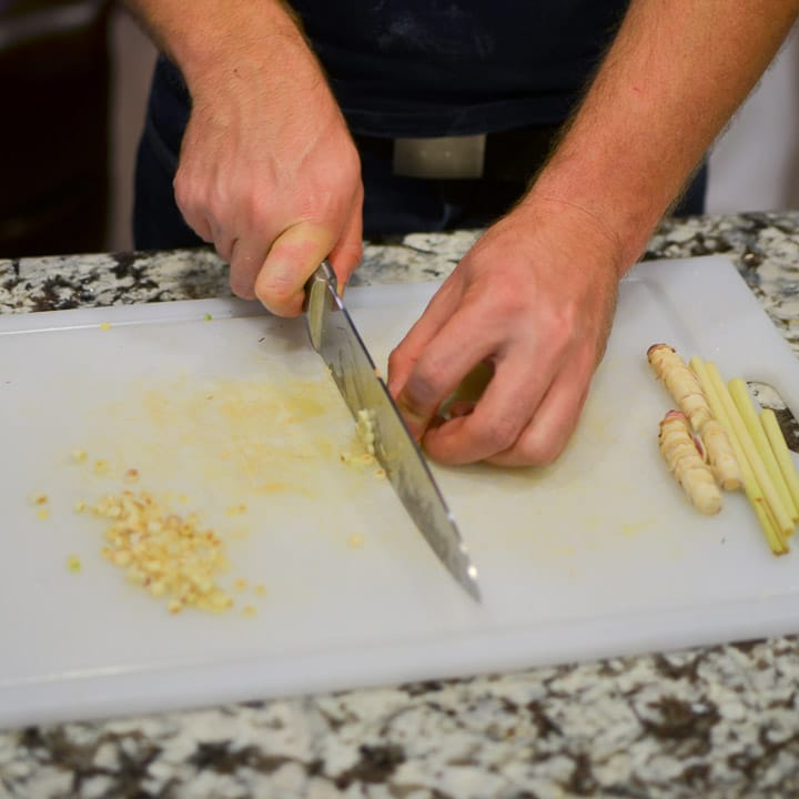 Chop the lemongrass leaves